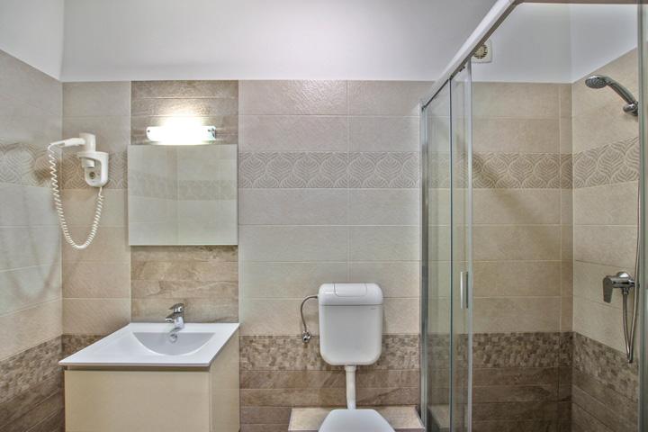 Best Apartman C-6 apartman zuhanyzó