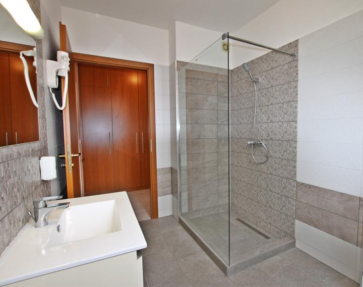 Best Apartman Hajdúszoboszló szállás B 17 apartman zuhanyzó