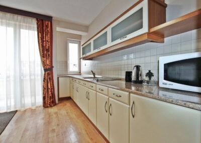 Best Apartman Hajdúszoboszló szállás superior B 17 apartman konyhapult